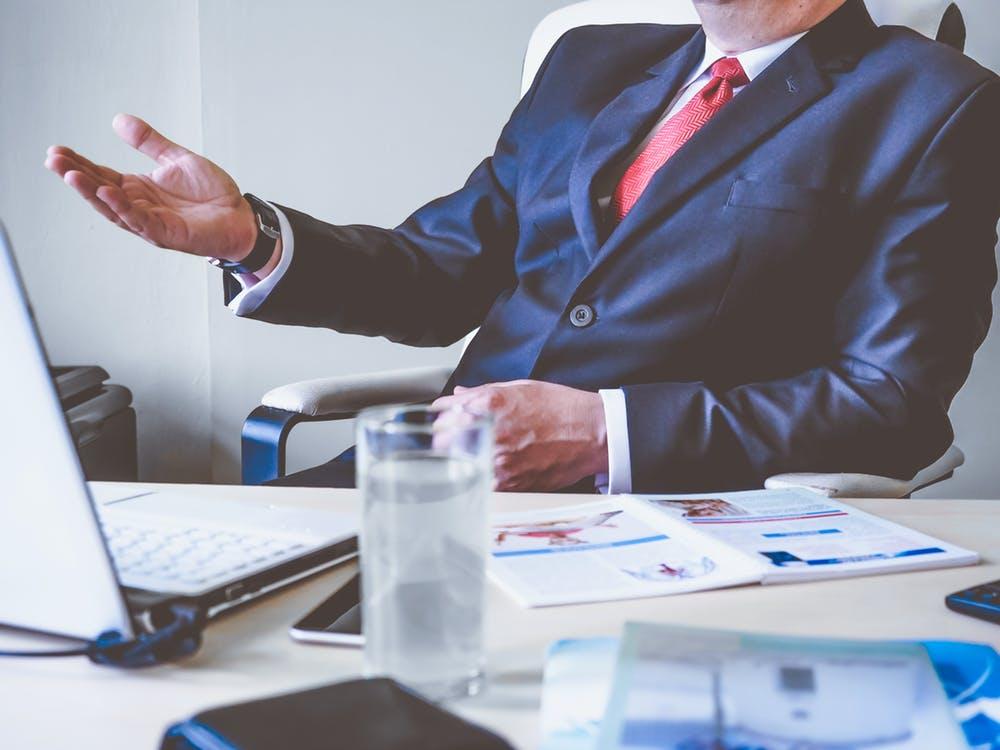 Formalizar un contrato de alquiler donde se incluyan las garantías o fianzas y un inventario de los muebles.
