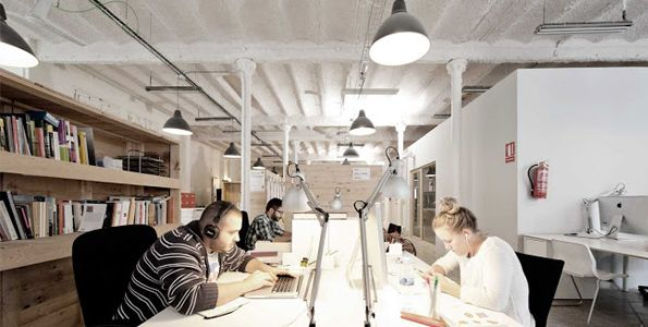 Espacios coworking en Barcelona ofrecen numerosas ventajas para jóvenes autónomos y pequeñas empresas.