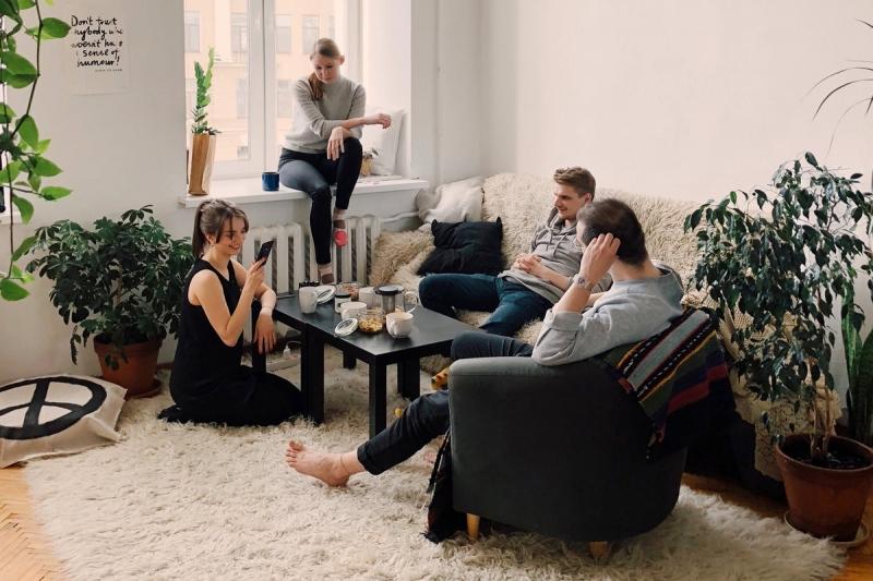 existen algunas residencias tipo coliving en Barcelona así como inmuebles de alquiler compartido para profesionales del mismo sector.
